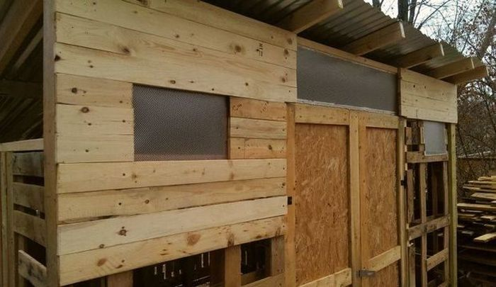 Guy Builds Impressive Shed Out Of Wooden Pallets