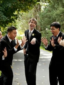 Awesome Groomsmen Who Took Their Wedding Photos To The Next Level