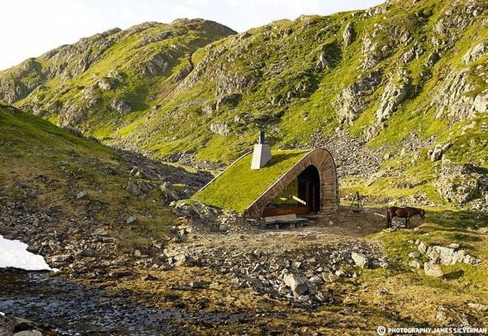 Modern Hut In Norway Easily Blends In With Its Surroundings