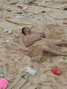 Beachgoers Have Trashed Beaches In China This Summer