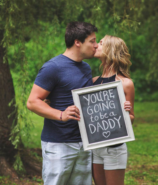 Wife Comes Up With Creative Way To Announce That She's Pregnant