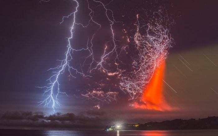 Lightning Strikes Chilean Volcano At The Perfect Moment