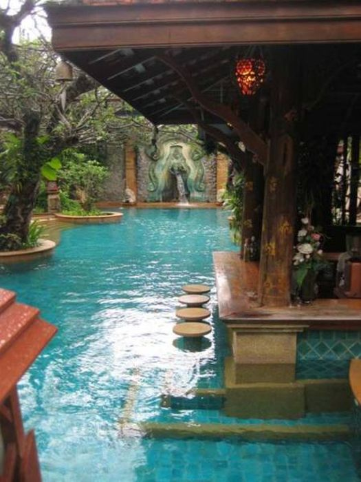 Gorgeous Pool Bars That Are Most Impressive