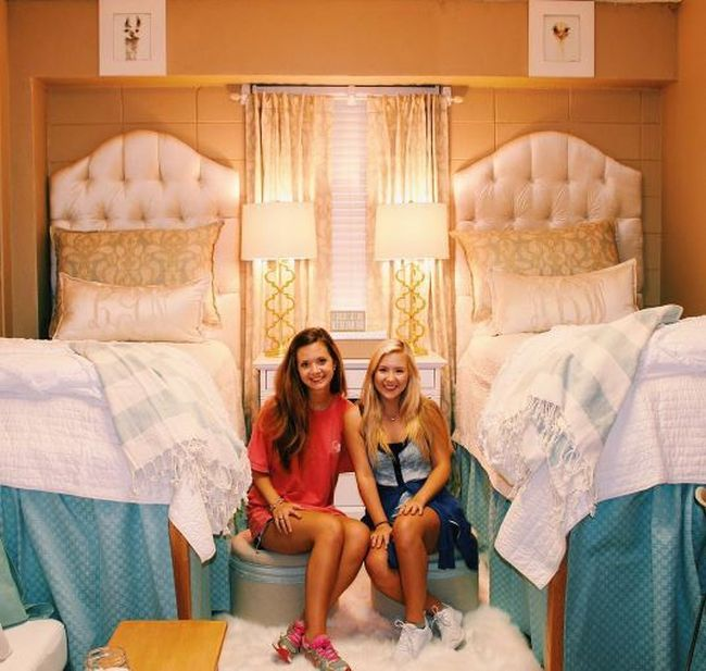 First Year College Students Give Their Room An Amazing Makeover