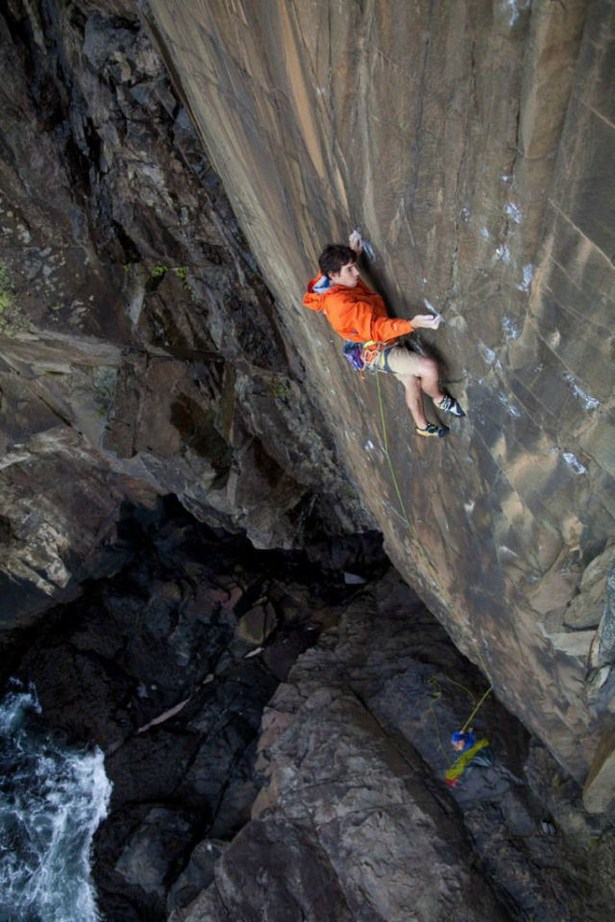 Impressive Pictures Of Mountain Climbers Who Have No Fear
