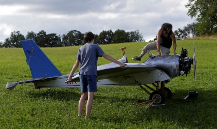 Mechanic Takes To The Skies In His DIY Airplane