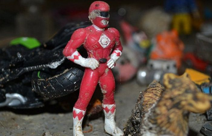 A Power Ranger, Sex Toys, Credit Cards And More Found In London's Sewage System