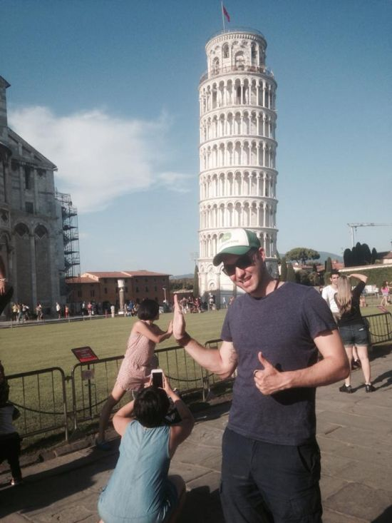 Guy Uses Tourists As Props At The Leaning Tower of Pisa