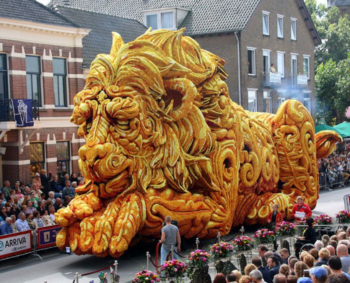Giant Flower Sculptures Stun Crowds During Flower Parade In The Netherlands