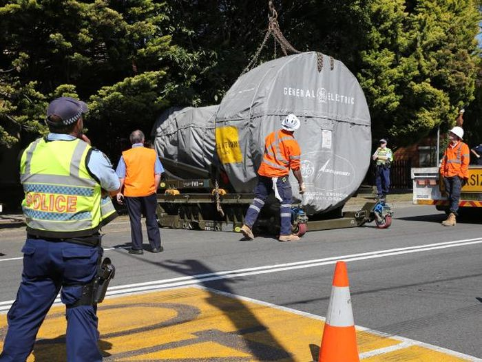 Unsecured Jet Engine Falls From A Truck In Arncliffe