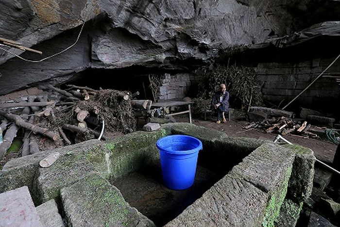 This Couple Have Lived In A Cave In China For 54 years