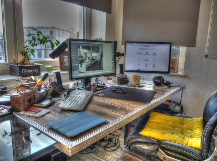 How To Build A Beautiful DIY Desk Using Wooden Pallets