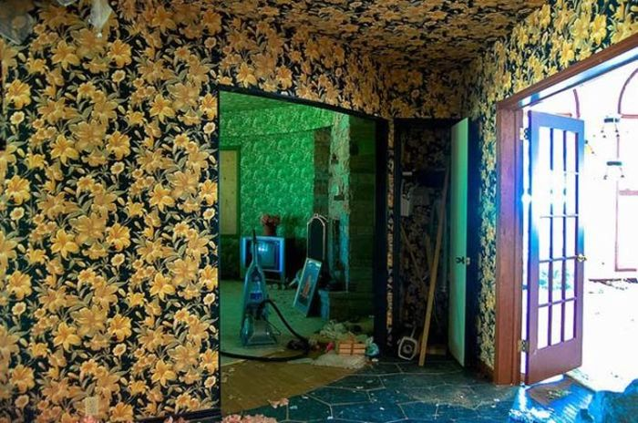 An Urban Explorer Found Memories Of An Old Life In This Abandoned Home