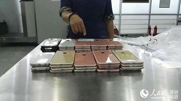 Smugglers Get Busted While Trying To Sneak 400 iPhones Into China