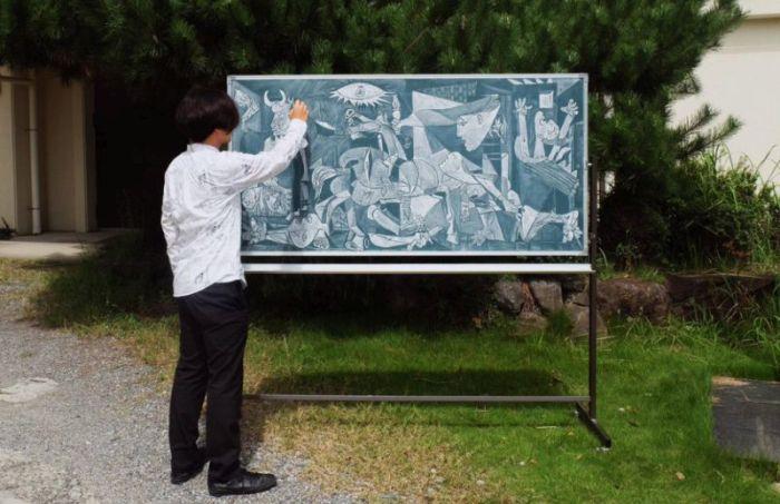 School Art Teacher Creates Incredible Drawings On A Blackboard