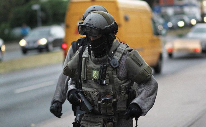 German Swat Team Members Get Chain Mail Like Anti Knife