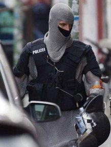 German Swat Team Members Get Chain Mail Like Anti-Knife Equipment