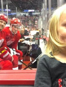 Detroit Red Wings Players Photobomb Young Girl's Photo