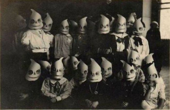 Creepy Halloween Costumes From Back In The Day That Will Haunt ...