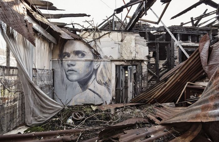 Artist Shows Off The Fleeting Nature Of Beauty With Crumbling Portraits