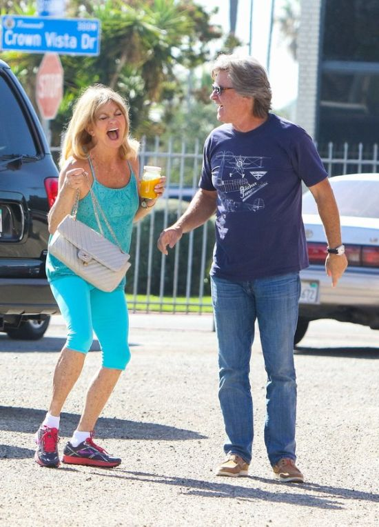 Kurt Russell And Goldie Hawn Aren't Afraid Of The Paparazzi