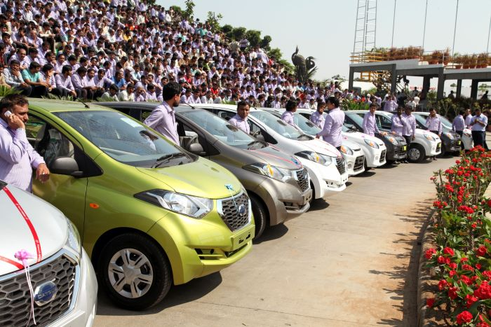 Best Boss In The World GIves His Employees 1,260 Cars And 400 Flats