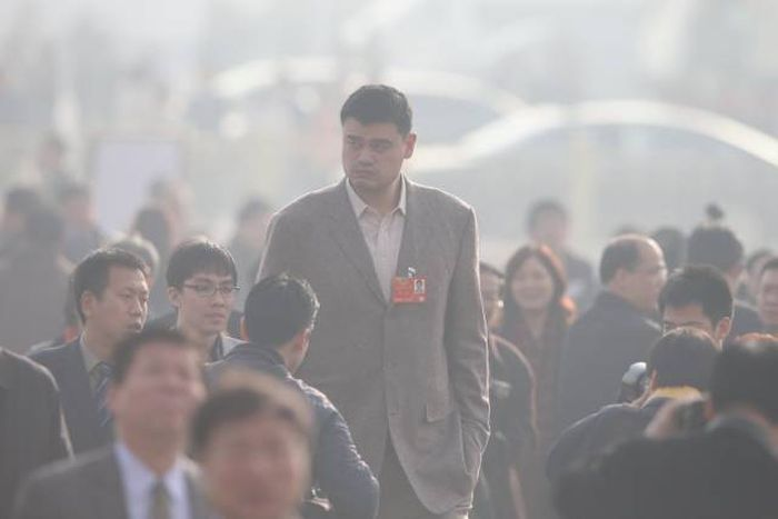 Incredible Photos Show How Big Yao Ming Actually Is