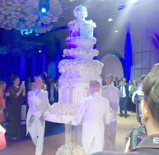 Russian Oil Tycoon's Daughter Gets Married In A £500,000 Bridal Gown