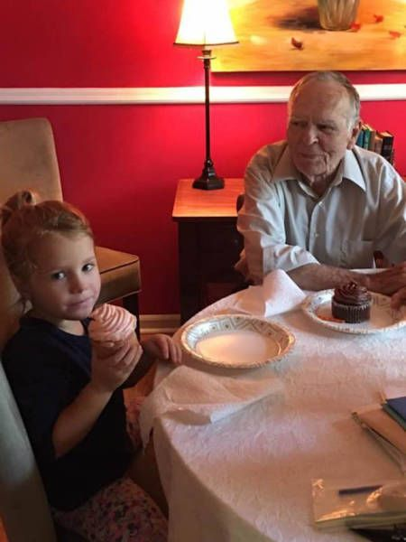 Little Girl Befriends An Elderly Man And Changes His Life