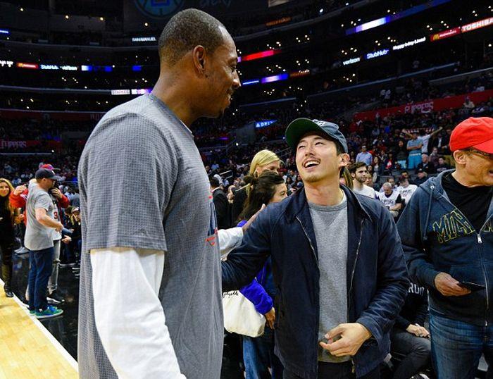 The Walking Dead Star Stephen Yuen Meets Paul Pierce At LA Clippers Game