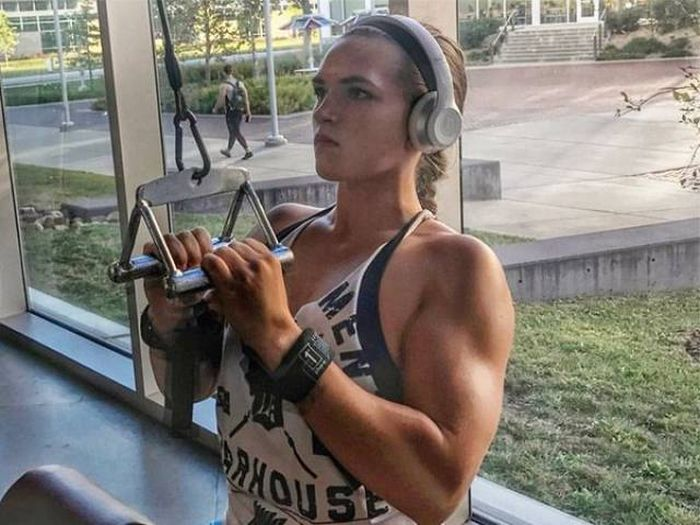 Bodybuilder Inspires Women With Heartwarming Note About Body Shaming