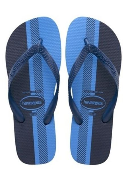 People Are Arguing About The Color Of These Flip Flops
