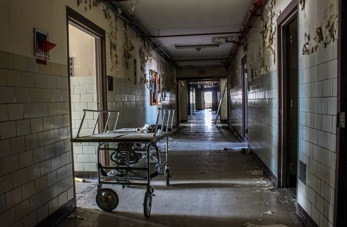 Haunting Photos Show A New Orleans Hospital After Hurricane Katrina
