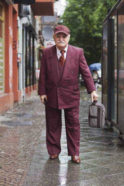 This 86-Year-Old Tailor Wears A Different Outfit To Work Everyday