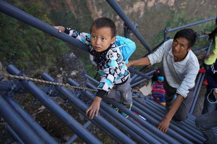 Chinese Government Builds A Ladder So Students Can Safely Get To School