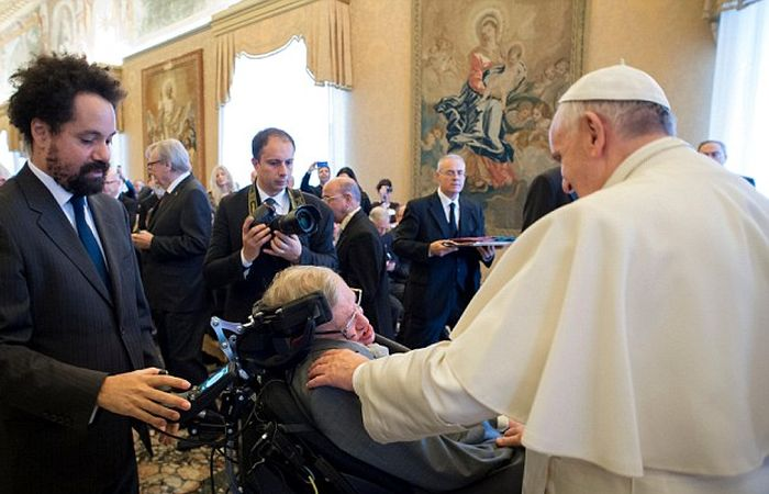 Pope Francis And Stephen Hawking Meet Face To Face At The Vatican