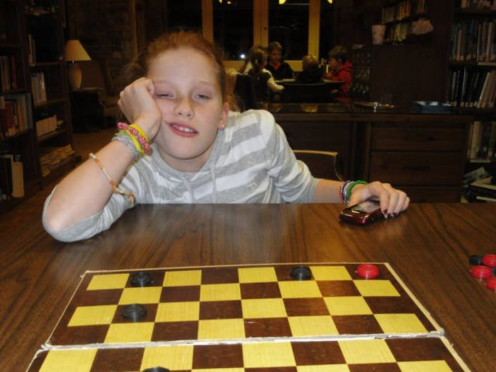 Guy Documents His Cousin's Defeat In Their Thanksgiving Checkers Challenge