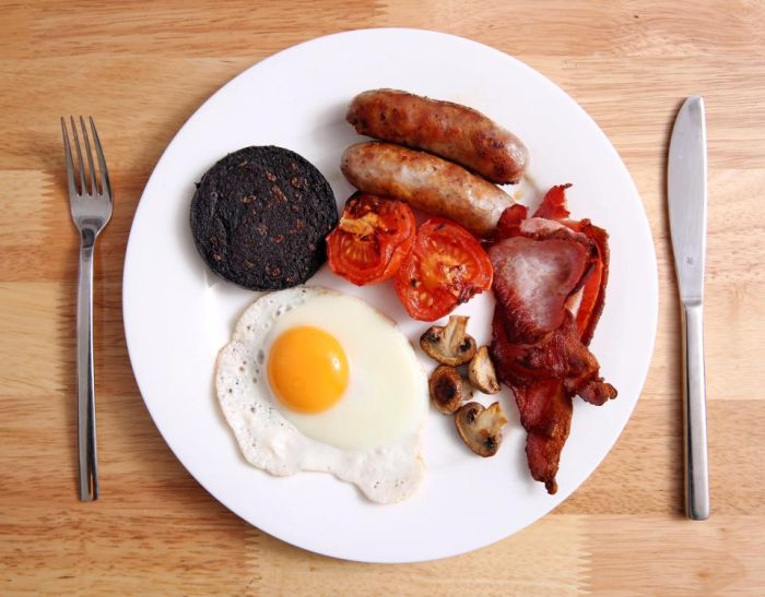 The Christmas Cookery Block Gets Tested With A Full English Breakfast