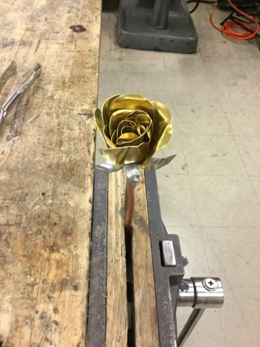 Guy Makes A Gorgeous Gold Rose For His Girl