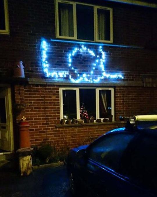 Father Of Four Arrested Because Of His Rude Christmas Light Display