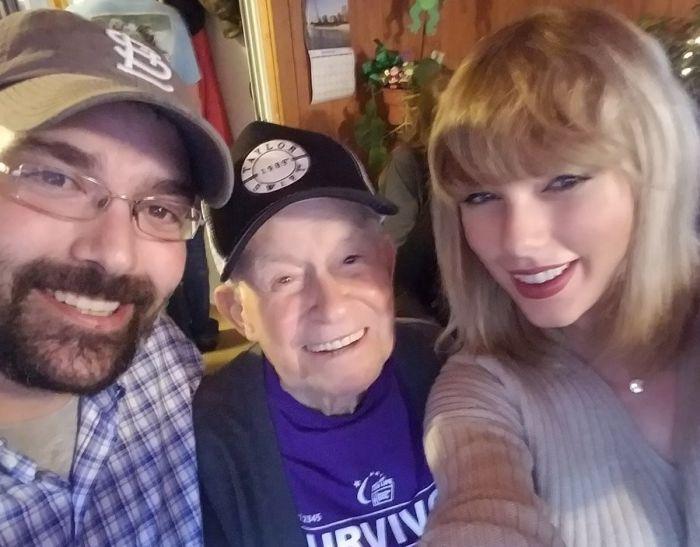 Taylor Swift Gave An Elderly Fan The Best Christmas Present