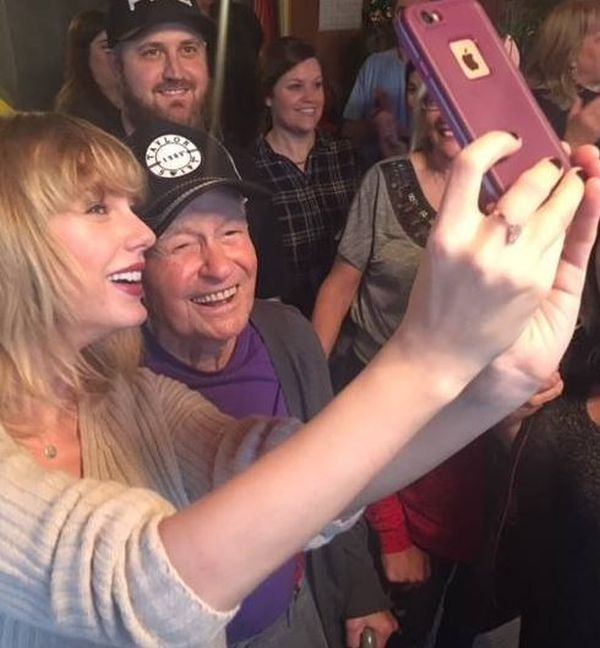 Taylor Swift Gave An Elderly Fan The Best Christmas Present