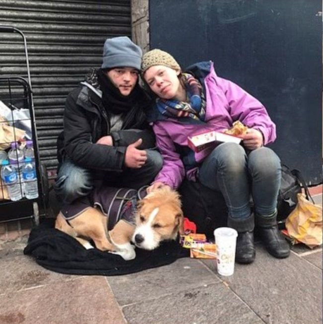 Guy Builds A Shelter For A Homeless Couple On Christmas Eve