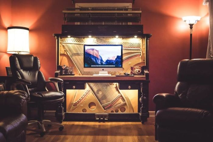 Guy Converts 1907 Upright Piano Into A Luxurious Desk