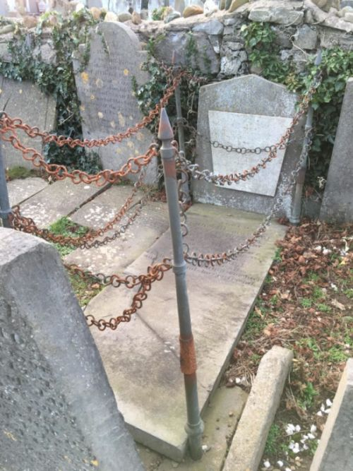 This Grave Is Surrounded By Chains For A Strange Reason