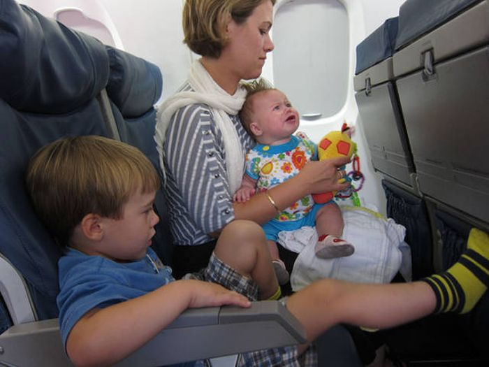 Parents Are Handing Out Goodie Bags When They Fly With Kids