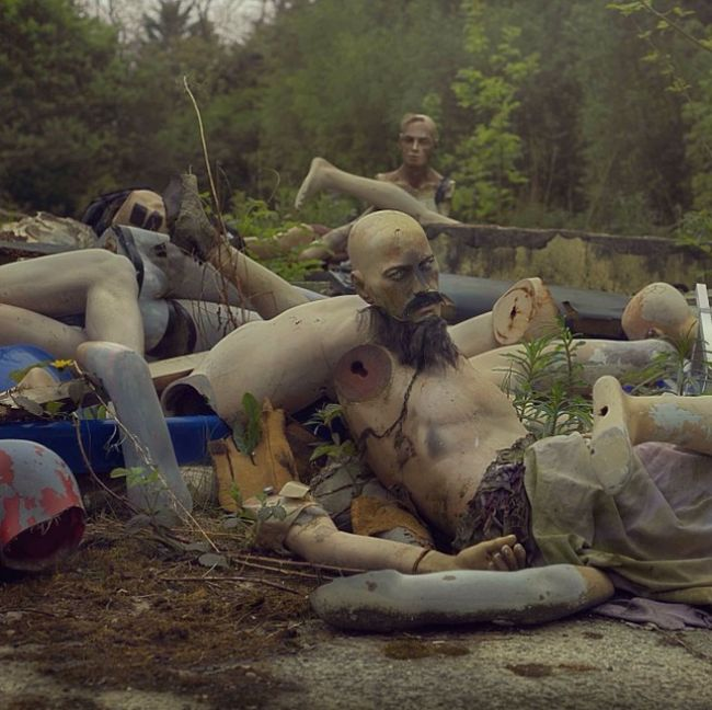 This Guy's Photos Of An Abandoned Theme Park Will Terrify You