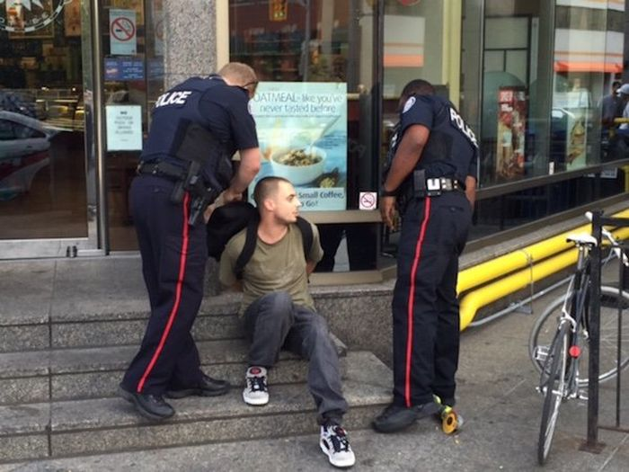 Moron Gets Busted While Trying To Sell A Stolen Bike