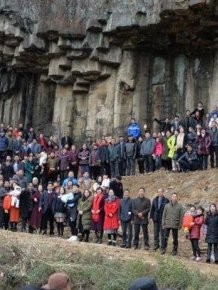 Family Of 500 Gets Together For A Group Photo