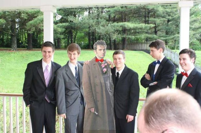 What To Do When You Can't Find A Date To The Prom